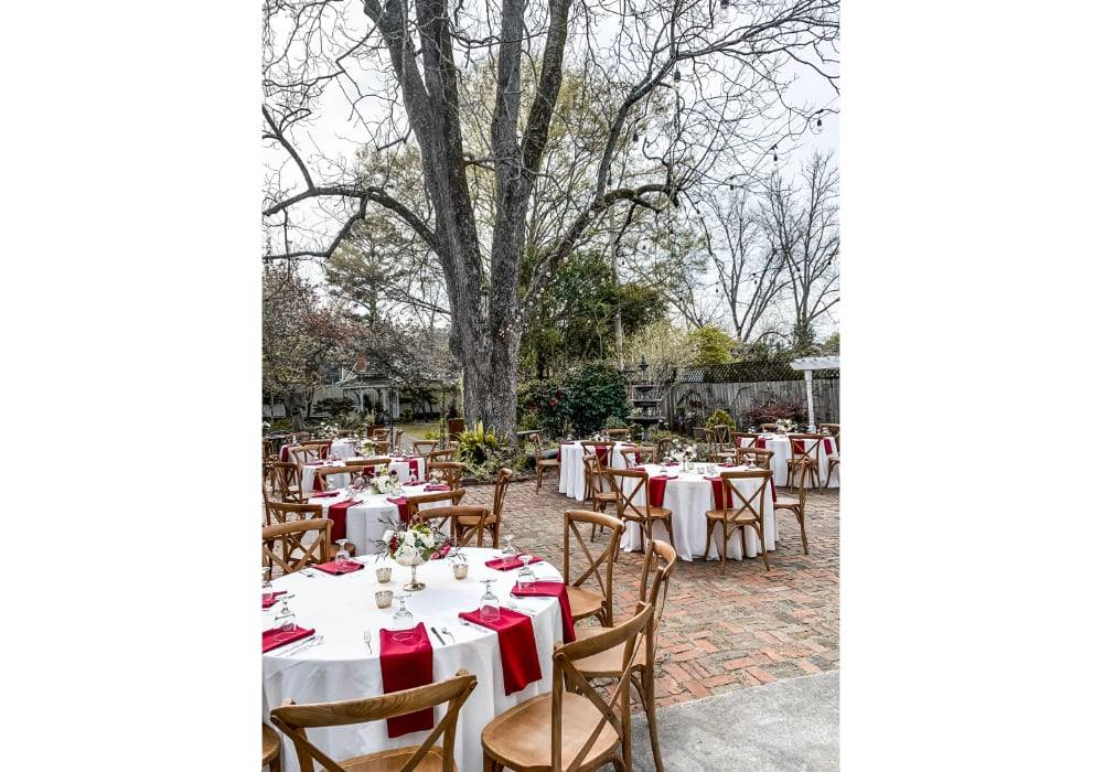 02-Lillian-Gardens-Courtyard-Tables-Newnan_GA